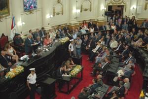 """Para la oposición, De la Sota gobierna """"la isla de la fantasía"""""""