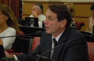 "Brouwer de Koning criticó a intendentes que hacen ""arrodillismo"" ante el poder K"