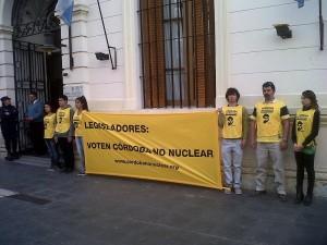 Unicameral: Organizaciones presentaron 25 mil firmas para impulsar debate por una Córdoba no nuclear