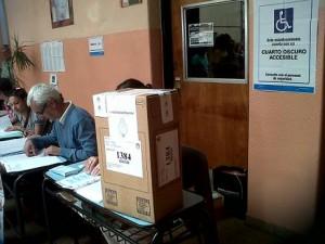 """Candidatos y referentes políticos opinaron sobre el acto electoral y las """"boletas PASO"""""""