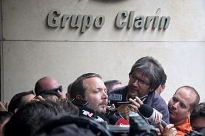 """Tras fallo de la Corte, fuerte disputa entre Clarín y el AFSCA por la """"adecuación de oficio""""."""