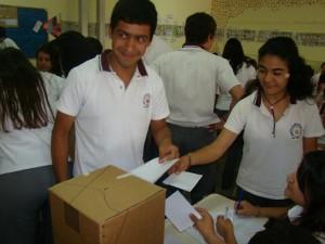 Elecciones: Capacitaron a 6 mil jóvenes para emitir su primer voto