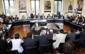 """Nación acordó con 17 provincias refinanciación de deudas. De la Sota con """"observaciones"""" no estuvo en el acto."""