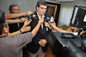 Jorge Córdoba presenta videos saqueos