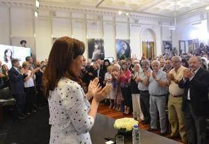 La presidenta eligió anunció de un plan social para retornar a la escena pública