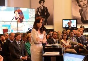 Para contrarrestar la cadena del desanimo, CFK repasó obras y programas. Anuncios para jubilados y ayuda escolar