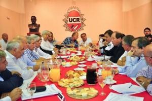 UCR y las dos CGT opositoras pidieron al gobierno K que escuche y salga de su encierro