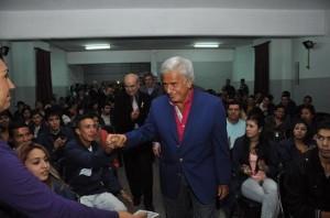 """DLS levanta perfil """"presidenciable"""". Puso en marcha programa para jóvenes ni-ni, criticó al poder K en el PJ nacional y viaja a EEUU"""