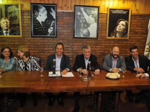 Oficialismo K negocia con gobernadores del peronismo disidente para alcanzar una lista de unidad