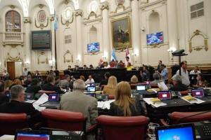 Unicameral: Oficialismo y oposición aprobaron ley sobre control ciudadano a policías