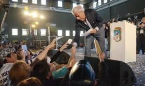 A su regreso de EEUU, De la Sota se mostró en acto del PJ con mensaje nacional