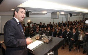 Oposición cuestionó a Mestre por los concursos municipales