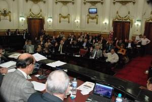 Unicameral: Mayoría oficialista aprobó su proyecto para integrar Comisión Multisectorial por servicios esenciales
