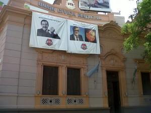 En homenaje radical, el partido destacó la figura de Illia y Alfonsín. Mensaje introspectivo hacia el internismo