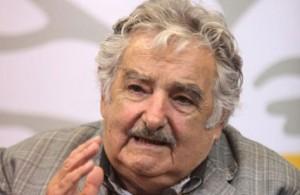"""El presidente uruguayo señaló que los fondos buitre quieren """"comerle el petróleo a la Argentina"""""""