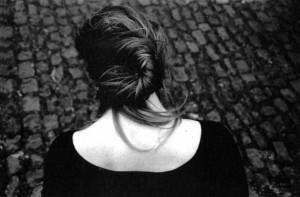 mujeres ni ni de espalda