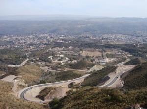 Con cruce de acusaciones, Unicameral prohibió circulación de tránsito pesado por Camino del Cuadrado