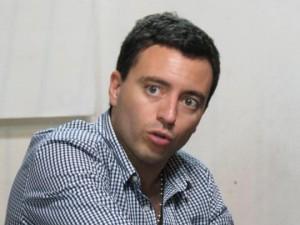 "Radical le apuntó al ""ejercito twittero"" de De la Sota"