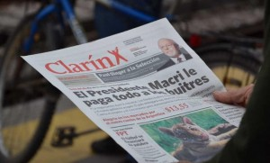 """La Cámpora editorializa: Clarín """"trucho"""" con Cobos, Macri y Massa de presidentes"""