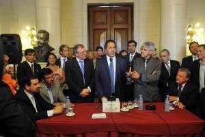 """Scioli pidió unidad y reflotar """"el espíritu frentista"""" del partido"""