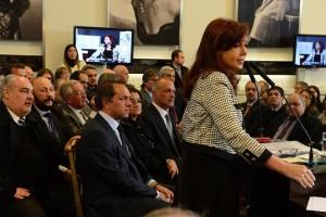 Deudas Provinciales: Antes de viajar a China, CFK reaparece en un acto público con gobernadores
