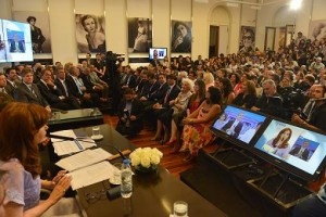 Antes de viajar a China, CFK confirmó inversión millonaria para las represas del Sur