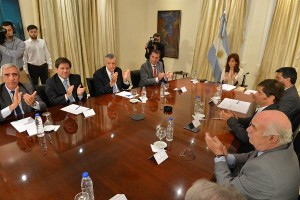 Cristina_Fernández_de_Kirchner_con_representantes_de_la_cadena_vitivinícola