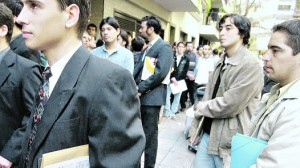 Demanda laboral cayó 28,2% interanual