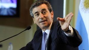 """Randazzo volvió a cuestionar a Scioli, señalando que es el """"candidato de Clarín"""" en la primaria del FPV"""