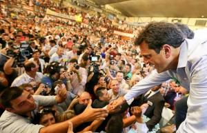 "Tras encuesta que lo daba arriba a Macri, el massismo reveló sondeo a favor del líder ""renovador"""