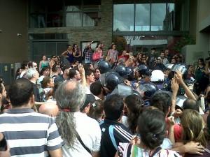 Propuesta salarial: Tras aprobación de la Asamblea de la UEPC, hubo incidentes y detenidos