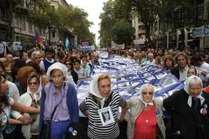 abuelas en la marcha 24 de marzo 2015
