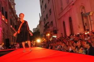 desfile mujerazas peatonal