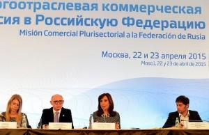 Ante empresarios, CFK insistió en rechazar la teoría del ajuste y apostó al consumo
