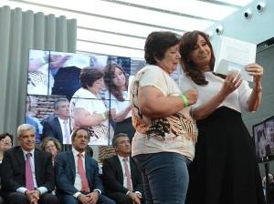 CFK acto 7 abril tarjeta argenta
