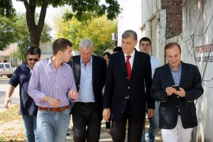 Binner recorre las calles de Las Rosas junto al candidato a intendente Mario Ramos