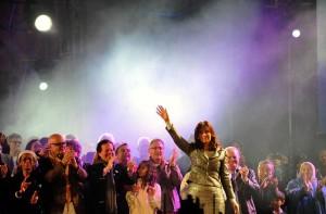 """En el cierre de los festejos patrios, CFK reclamó que se """"profundice y continúe"""" el proyecto político"""