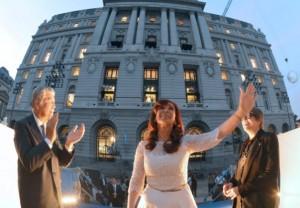 """Al inaugurar el Centro Cultural Kirchner, CFK afirmó que """"la cultura ha seguido el crecimiento económico del país"""""""