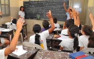 docente en el aula participación
