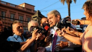 anibal fernandez rueda de prensa en el ingreso de Casa Rosada