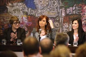 """Al inaugurar obras en el Museo de Bellas Artes, CFK se expresó a favor de cobrar """"una patente cultural"""""""