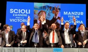 """En Tucumán, Scioli apoyó a Manzur y cuestionó a la alianza electoralista """"del ajuste"""""""