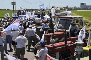 argentino-regresa-protestas-huelga-comercial_EDIIMA20130614_0616_4