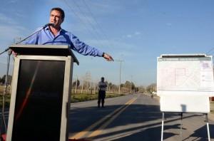 En campaña, Mestre inauguró nuevas calles de asfalto e iluminarias