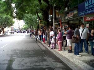 usuarios esperando transporte
