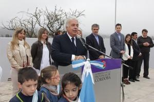 """Camino a las 500 escuelas, De la Sota remarcó que """"la educación debe estar donde está la gente"""""""