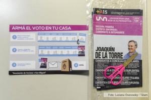 Intendente bonaerense reparte un «kit electoral» que incluye boletas y una tijera