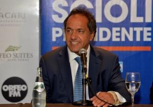 """De llegar a la Presidencia, Scioli prometió llevar el piso de Ganancias """"por lo menos a los $25 mil"""""""