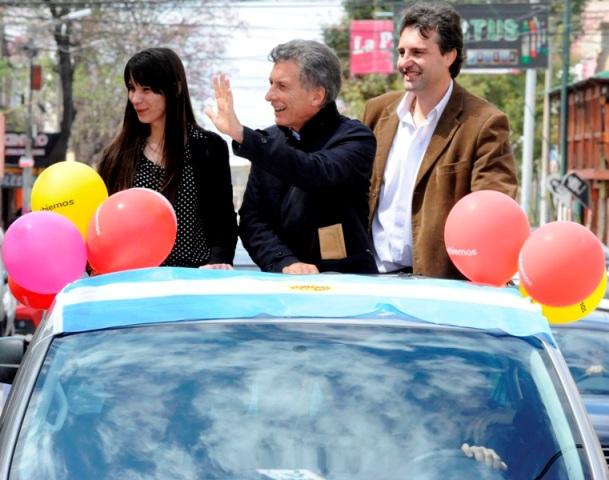 Mauricio Macri en una recorrida en caravana este miércoles en Córdoba. El candidato presidencial de Cambiemos estuvo en Río Tercero, Oliva y Villa María.
