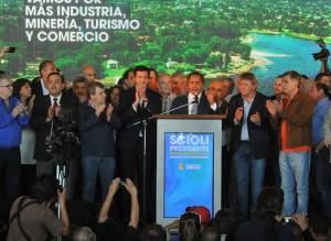 En el pago del ex delasotista Alesandri, Scioli convocó al voto «a favor de todos»
